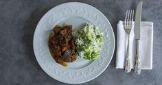 Κρέας με κάρυ, μία συνταγή από τον Άκη Πετρετζίκη. Μία ξεχωριστή, αρωματική συνταγή με ψημένα μπαχαρικά, ντομάτες, φακές, μελιτζάνες...