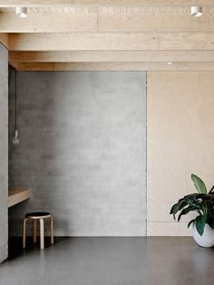 This home in Northcote, Australia, is built by Melbourne based architect Rob Kennon. For the design he used an abundance of plywood and raw materials such as concrete. Grey and black colors were consi Plywood Interior, Plywood Walls, Interior Architecture, Interior And Exterior, Interior Design, Interior Paint, Design Design, Plywood Design, Casa Patio
