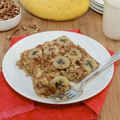 Baked Banana Oatmeal In a large bowl, combine 2c oats, 1/8t salt, 1/2 cup brown sugar, 1t cinnamon, and 1t baking powder. In a small bowl, combine 1 1/2c milk, 1t vanilla, 1 mashed banana and a beaten egg. Add milk mixture to oat mixture; stir well. Line the bottom of an 8x8 greased baking dish with 1 sliced banana. Pour the oat mixture over and top with another sliced banana. Bake at 375 for 25 minutes. Sprinkle 2 tablespoons of brown sugar. Broil for 1 to 2 minutes, or until sugar melts.