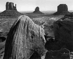 Fotografie  1921 1967 - Collezione privata Fam. Manfrotto, Monument Valley , Arizona 1958, � Ansel Adams, Fonte: fotochepassione.com . libreriamo.it