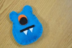 """I love this little monster.  It would be easy to make and use as a coordination game, or sew alphabet letters, numbers or use in a """"Twister"""" type Sight word game for Kindergarten and common core...this is what I will be making over the summer...it would go great with the little owls I have posted earlier on my sewing board."""
