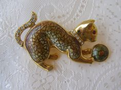 Cat brooch vintage cat brooch by Mpoulitsa on Etsy Cat Jewelry, Unique Jewelry, Cat Pin, Vintage Cat, Vintage Brooches, Beast, Whimsical, Objects, Kitty