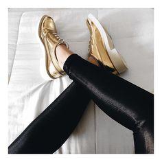 Super tendência com sapatos metalizados! |