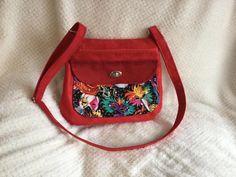 Sac Polka en suédine rouge et tissu coloré cousu par Stephanie - Patron Sacôtin