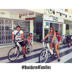 This lovely family from #uk are enjoying our #taobike with their children this amazing and sunny day in #benidorm #ecotourism #responsibletourism #cyclehire #bikerental #benidorm4families #viajarconniños