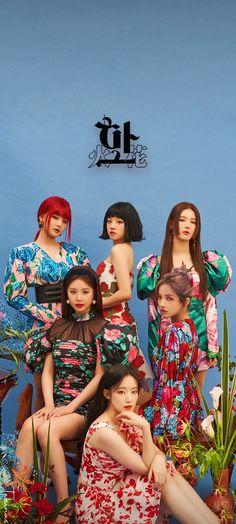 K Pop, Kpop Girl Groups, Kpop Girls, Neon Heart Light, Korea Wallpaper, Kpop Backgrounds, Photo Room, Soyeon, Kpop Posters