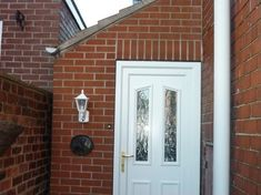 Photo taken in Sheffield of Lean-to porch to the side of a property Porch Extension, Orangery Extension, Side Extension, Extension Google, Lean To Conservatory, Big Sheds, Side Porch, Building A Shed, Farmhouse Style Kitchen