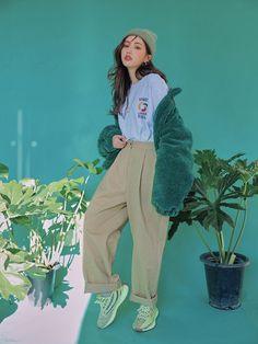 Banded Hem Zip-Up Jacket   STYLENANDA Korean Street Fashion, Korea Fashion, Asian Fashion, Girl Fashion, Fashion Design, Tokyo Fashion, India Fashion, Korean Outfits, Retro Outfits
