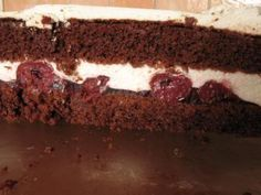 Das perfekte Schoko- Biskuitboden ohne Ei-Rezept mit Bild und einfacher Schritt-für-Schritt-Anleitung: Mehl, Kakao, Backpulver und Zucker mit dem Mixer…