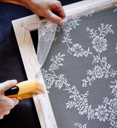 How to make a protective screen against mosquitoes that also decorates the . - How to make a protective screen against mosquitoes that also decorates the … – Dekoration Trend - Home Crafts, Diy Home Decor, Diy And Crafts, Recycled Cd Crafts, Pvc Pipe Crafts, Lace Curtains, Shabby Chic Curtains, Shabby Chic Bedrooms, Window Coverings