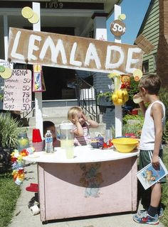 """This is my friend's adorable daughter's Lemonade stand! """"Lemlade"""" stand 