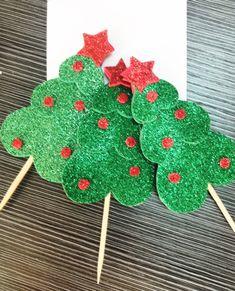 Arbolitos de Navidad en Foami Christmas Time, Christmas Wreaths, Christmas Crafts, Xmas, Christmas Ornaments, Diy And Crafts, Crafts For Kids, Paper Crafts, Outdoor Christmas Tree Decorations