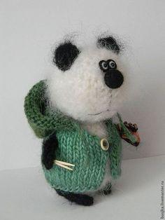 """Игрушки животные, ручной работы. Мишка - панда """"Люблю роллы!"""". Наташа. Ярмарка Мастеров. Мишка панда, интерьерная игрушка, полушерсть Knitted Animals, Felt Animals, Crochet Bunny, Crochet Toys, Cute Desk Accessories, Knitting Patterns, Crochet Patterns, Bunny Toys, Cute Toys"""