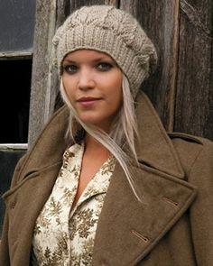 Вязание шапки спицами на резинке с ажурным узором со схемой и описанием. Схемы вязания спицами шапок и шапки спицами для женщин на сайте Колибри.