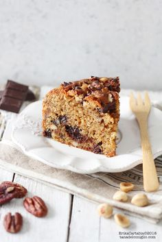 Cake with dried fruit and double chocolate