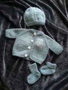 Ravelry: Edwin's Preemie Set - Sweater - Used pattern: Preemie Cardigan by Carole Barenys - *pattern