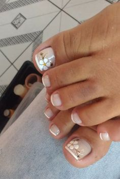 Diseños de pies French Pedicure, Pedicure Nail Art, Pedicure Designs, Toe Nail Designs, Toe Nail Art, Manicure And Pedicure, Diy Acrylic Nails, Rose Gold Nails, Daisy Nails