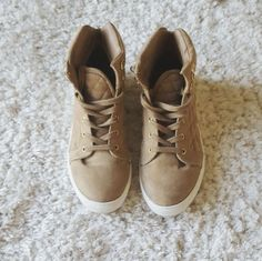 Shop Women's Shoe Dazzle Tan Gold size 6.5 Sneakers at a discounted price at Poshmark. Description: Tan faux suede with gold details (eyelets) Size 6.5 Minor wear includes small snag/loose thread on outer right shoe and bottoms are a bit dirty (shown in last two pictures). Sold by jmichaela. Fast delivery, full service customer support.