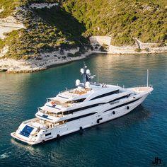 Maserati, Bugatti, Foto Glamour, Luxury Yacht Interior, Big Yachts, Looks Country, Yacht Builders, Cool Boats, Small Boats