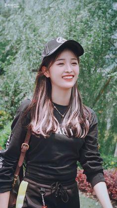 cosmic girls pics (@cosmicgirlspics) | Twitter James Sirius Potter, Pop Crush, Beautiful Chinese Girl, Ulzzang Korean Girl, Cosmic Girls, Chinese Actress, Fandom, Kpop Outfits, Xuan Yi