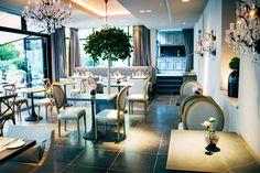 Alles NEUE bringt der Mai? Diesen wunderbaren #Wintergarten schon. #hotelinmunich #hotelmunich #palacehotel #lounge Around The Corner, Boutique, Lounge, Palace, Table Settings, Travel Pics, Table Decorations, Contemporary, Vacation