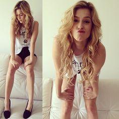 Light My Fire. T-Shirt: Espaço Fashion, Hot Paints: American Appareal, Shoes: Stylus. - @sophiaabrahao- #webstagram