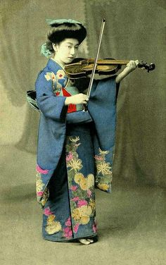 Muse in Japan (Maybe, end of the 19th century )