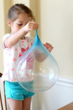 You can make giant, stretchy, REUSABLE bubbles that had our entire family giggling for hours! This activity really is fun AND awesome! Projects For Kids, Diy For Kids, Craft Projects, Crafts To Do, Crafts For Kids, Arts And Crafts, Craft Kids, Ideias Diy, Summer Crafts