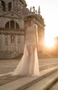 this gown reminds us of beautiful Greek goddesses!