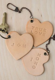 DIY Projects for Valentine's Day. and Beyond 20 DIY Projects for Valentine's Day. and DIY Projects for Valentine's Day. Leather Accessories, Leather Jewelry, Leather Craft, Diy Leather Gifts, Leather Diy Crafts, Valentines Bricolage, Valentines Diy, Keychain Diy, Diy Leather Keychain