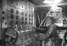 Dornier DoX interior, German engineer operating the twelve engines