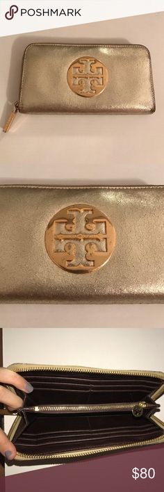 Tory Burch Wallet Few scratches on the logo. Good condition and super cute!! Tory Burch Bags Wallets
