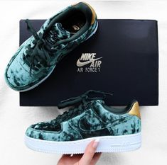 Nike Air Force 1 in mint/minze // Foto: designbynomi |Instagram