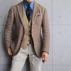 Luxury & Vintage Madrid , the best online selection of Luxury Clothing , Accessories , New or Pre-loved with up to discount Sharp Dressed Man, Well Dressed Men, Mens White Trousers, Gents Fashion, Elegant Man, Men Style Tips, Gentleman Style, Mens Suits, Menswear