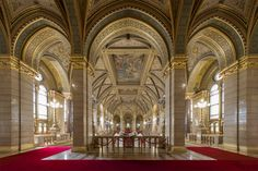 Impressive Empty Hungarian Parliament in Pictures – Fubiz Media Interior Architecture, Interior And Exterior, Acrylic Photo Prints, Quality Photo Prints, Hanging Frames, Color Depth, Old Buildings, Service Design, Barcelona Cathedral