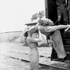Beth Brown and Marine Corporal Travis Taylor kissing goodbye at the train depot in Tallahassee, Florida Vintage Kiss, Vintage Romance, Vintage Love, Military Love, Military Photos, Goodbye Images, Vintage Photographs, Vintage Photos, Kiss Me Goodbye
