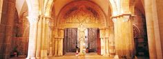 La Basilica di Vézelay è famosa in tutto il mondo per il portale scolpito  #UnaSettimanaUnSito #ViaggiFrancia #RDVFrance #PatrimonioMondialeUnesco #Unesco #Vezelay