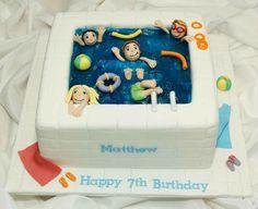 Gâteau d'anniversaire piscine très réussi.