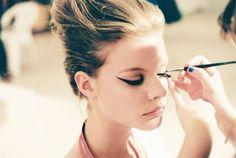 Pratik Çekik Göz Makyajı Nasıl Yapılır