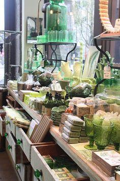 love this display.display at watson kennedy home in seattle - Gift Shop Displays, Market Displays, Merchandising Displays, Store Displays, Retail Displays, Window Displays, Home Decor Instagram, Design Food, Vintage Display