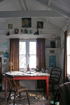 dylan thomas' writing shed, laugharne, carmarthenshire
