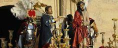 Esta es la Semana Santa. Es muy importante en la tradición de las fiestas que se celebran en España.Durante la celebración se conmemora la pasión y muerte de Jesucristo.