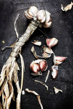 Pink garlic.   http://pratos-e-travessas.blogspot.com