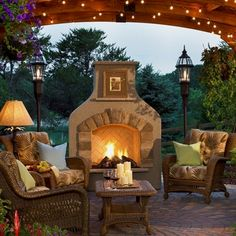 A modern fireplace design brings style and chic into outdoor rooms, transforms yard landscaping and creates beautiful, warm and cozy patios Outdoor Gas Fireplace, Outdoor Fireplace Designs, Backyard Fireplace, Backyard Patio, Fireplace Ideas, Nice Backyard, Desert Backyard, Pavers Patio, Fireplace Seating