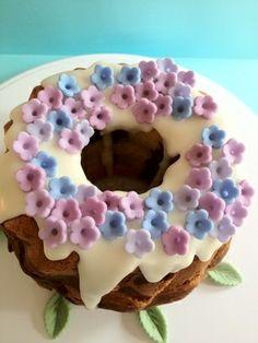あじさい色のクグロフ型マーブルケーキ