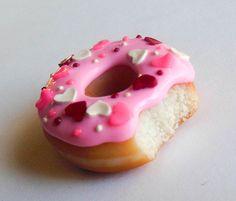 Polímero arcilla Valentín dona imán rosa con corazones