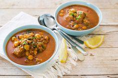 L'harira è una zuppa della cucina araba, in particolare marocchina, ricca e sostanziosa a base di carne e legumi, aromatizzata con numerose spezie.