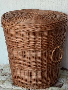 Large Wicker Laundry Basket Round Storage Basket with LidHandwoven
