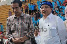 Kegaduhan Politik Ancam Eksistensi Pemerintah Jokowi http://sin.do/as2t  http://nasional.sindonews.com/read/976901/12/kegaduhan-politik-ancam-eksistensi-pemerintah-jokowi-1426473735