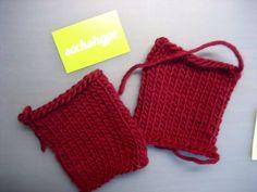 Babyschuhe stricken Anleitung – Zwei fertige Fußteile babyschuhe stricken Babyschuhe stricken aus Filzwolle – Anleitung